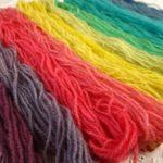 Esperimenti di tintura con colori alimentari