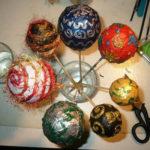 Palline con carta velina per l'albero di Natale