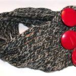 Scaldacollo con il tricotin con bottoni