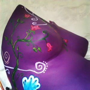 particolare decorazione lato calco in gesso pancione